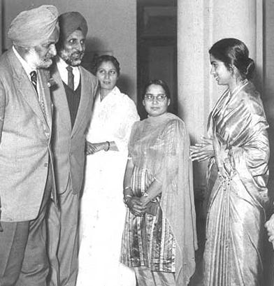R-L Mrs. KPK Tandon (Pannu), Mrs J Butalia (Lamba), Mrs. Singh with Sr. Master Dr. Surjit Singh