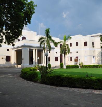 Junior School, Circular Lawn, entrance