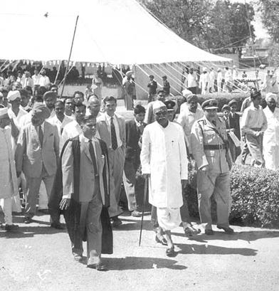 Founding Headmaster, JK Kate escorting the Pres. of India Dr. Rajendra Prasad