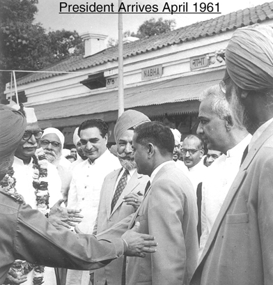 Founding Headmaster, Mr JK Kate receiving the Pres. of India at the Nabha Railway Station for the School's formal inauguration